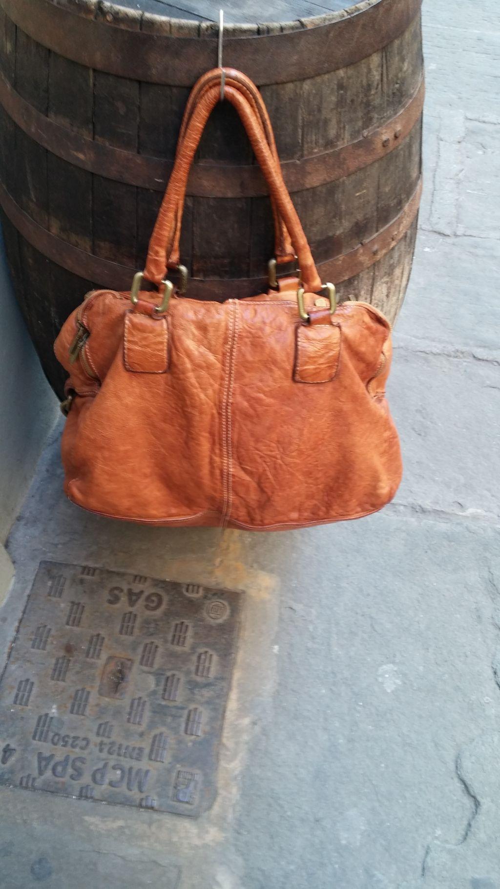 a929663eee95e FL2025 BORSA A SPALLA TRE ZIP - Florence Leather House