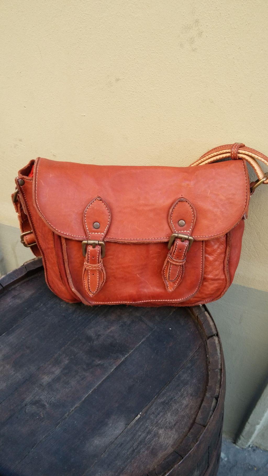 FL4013-messenger-bag-in-vacchetta-lavata-3