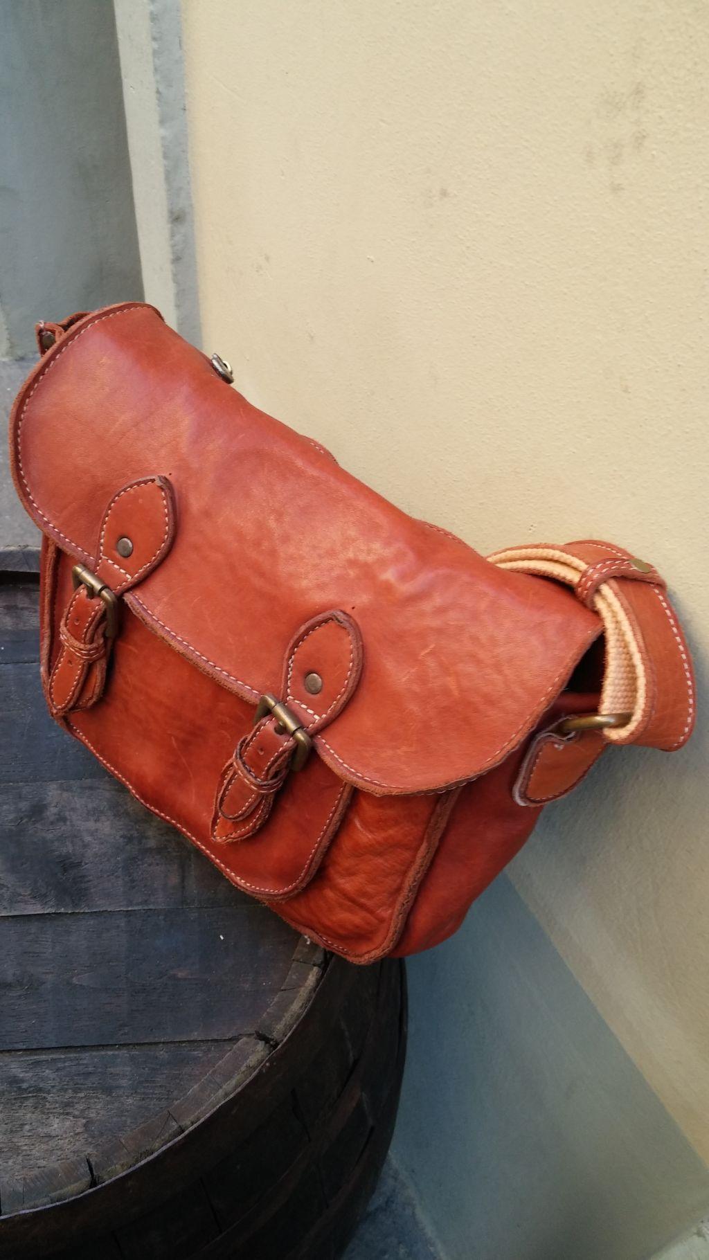 FL4013-messenger-bag-in-vacchetta-lavata-4